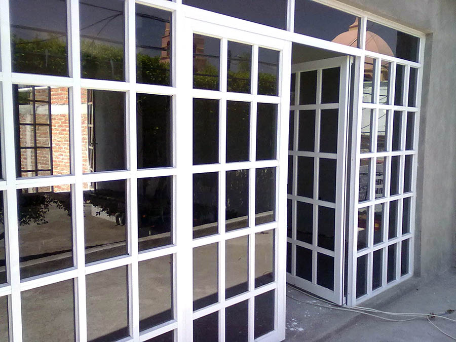 Aluminio y vidrio velzquez for Tipos de ventanas de aluminio para banos